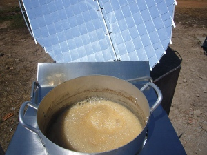 boiling palm sugar on solar stove